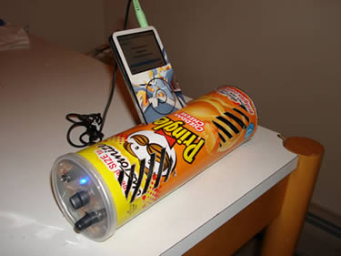 ipod dock made from pringles tube