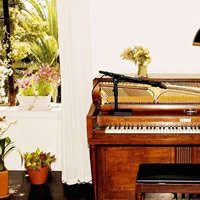 Emile Haynie featuring Charlotte Gainsbourg, Deyonté Hynes and Sampha - A Kiss Goodbye